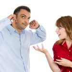 Bukannya Nggak Peduli, Ini Nih Alasan Pria Bukan Pendengar yang Baik